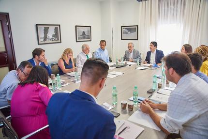 Sesión del Consejo de Administración de Metrotenerife en las instalaciones del Cabildo Insular de Tenerife.