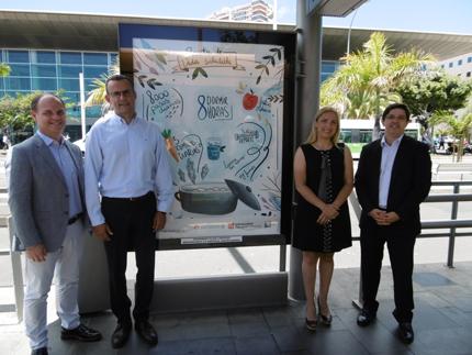 Junto a la Universidad Europea de Canarias, Mutua de Accidentes de Canarias y Publiservic presentamos uno de los carteles de la campaña, en la parada Intercambiador de Santa Cruz.