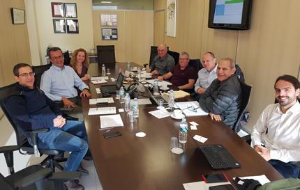 Personal directivo de Metrotenerife y del consorcio TransJerusalem J-Net reunidos en las sede del Tranvía de Tenerife.